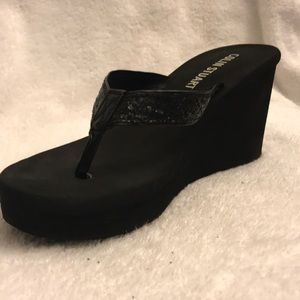 VS COLIN STUART FOAM THONG WEDGES
